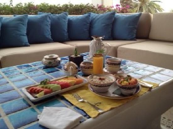 Las Ventanas al Paraiso, A Rosewood Resort : Breakfast on patio off room