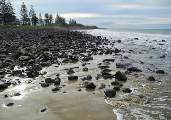 Kacy's Bargara Beach Motel Complex: the beach in front of the hotel