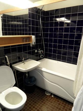 Park Alandia Hotel: Unser Badezimmer