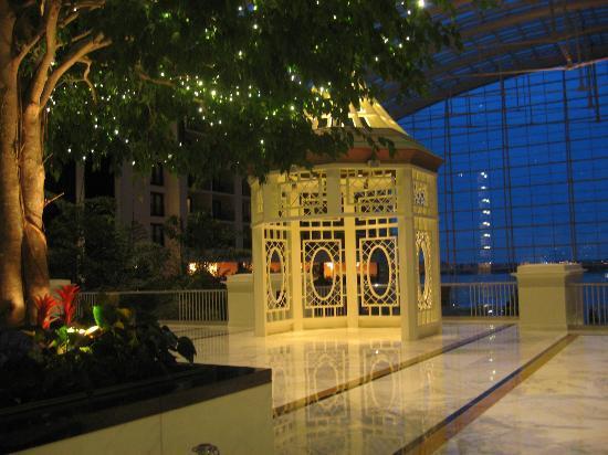 Gaylord National Resort & Convention Center: Lobby level gazebo