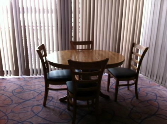 The Esplanade Motor Inn: Dining area
