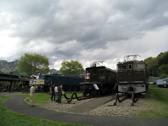 Usui Toge Railroad Cultural Village : 広大な敷地にたくさんの電車