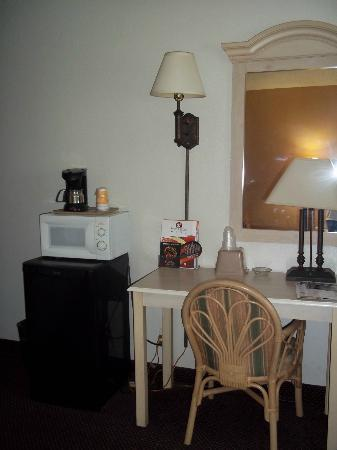Super 8 Clearwater/St. Petersburg Airport: Coffee maker, microwave, refrigerator, desk area