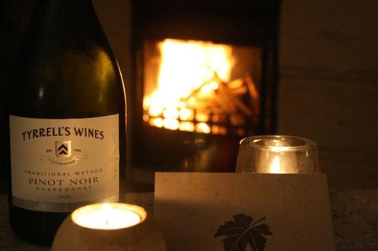 Spicers Vineyards Estate: In-room open fire place and complimentary sparkling wine