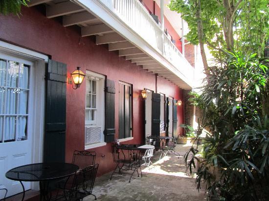 Inn on St. Peter: courtyard