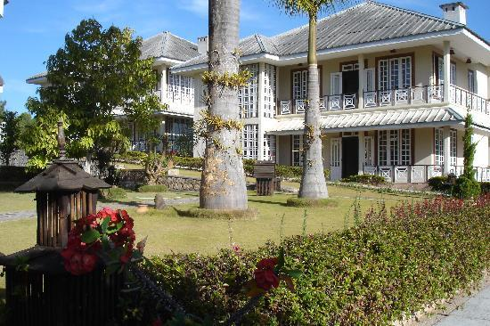 Pine Hill Resort, Kalaw: The main building, the other cottages are scattered across lawns