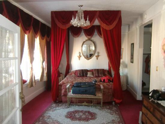 Bisbee Grand Hotel: Victorian suite, bedroom