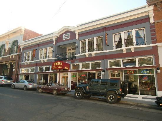 Bisbee Grand Hotel: Hotel on the main street.