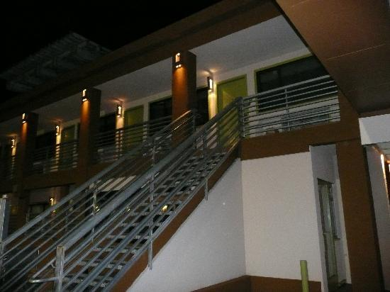 Civic Center Motor Inn: Night outside new lights and rail