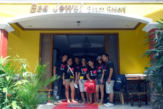 Sea Jewel Beach Resort: At the Entrance of the hotel