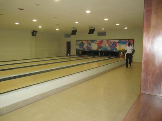 Bowling Alley (10 bucks per game tho) - Picture of Now Larimar Punta ...