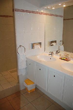 ResidHotel Grand Avignon : Bathroom