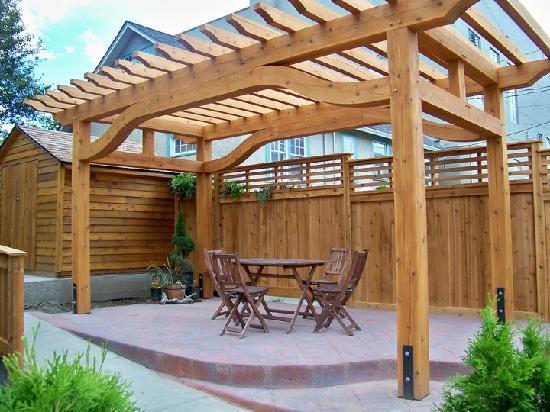 Mistiso's Place Vacation Rentals: Pergola for guests to enjoy