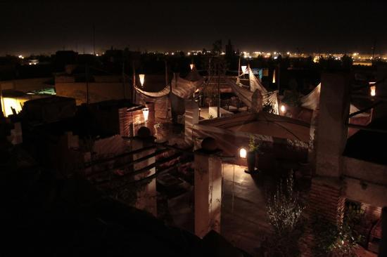 Riad les Inseparables: Rooftop at night