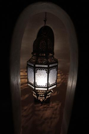 ‪رياض لي إنسيبرابل: One of the many authentic lanterns‬