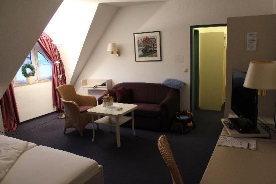 Graf Bentinck: Blick vom Bett aus Richtung Eingangsbereich des Zimmers