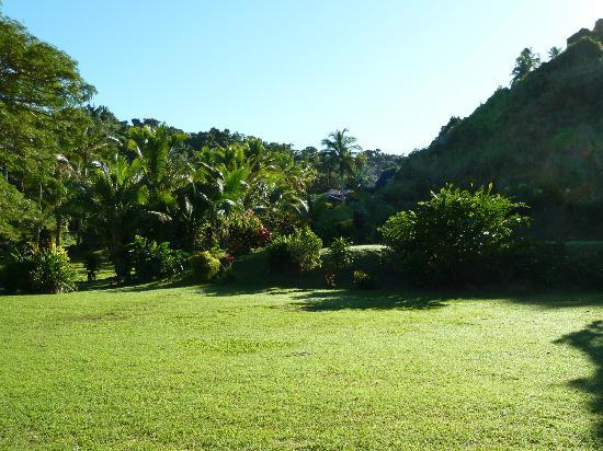 Wellesley Resort Fiji: green grounds