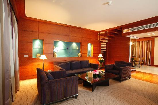 Crowne Plaza Hotel Beirut: suite sitting