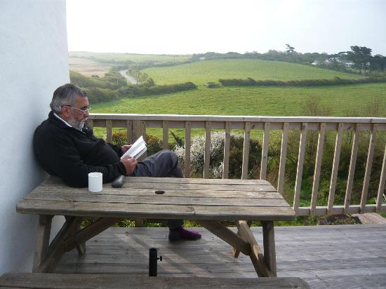 Westward Bed & Breakfast: Relaxing on the terrace