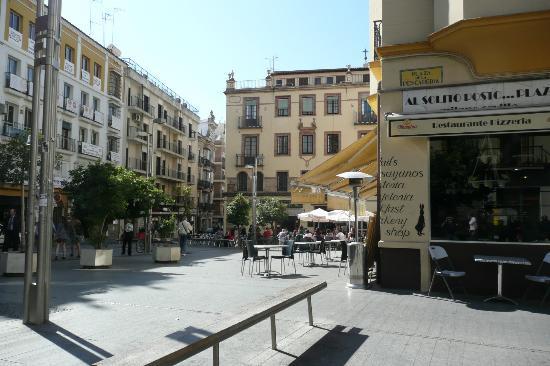 Alcaiza: Nearby plaza