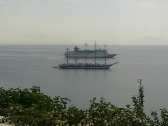 Santa Caterina Hotel: Royal Clipper & Thomson Destiny from room