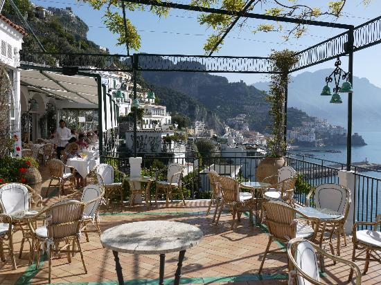 Santa Caterina Hotel: Breakfast on the terrace