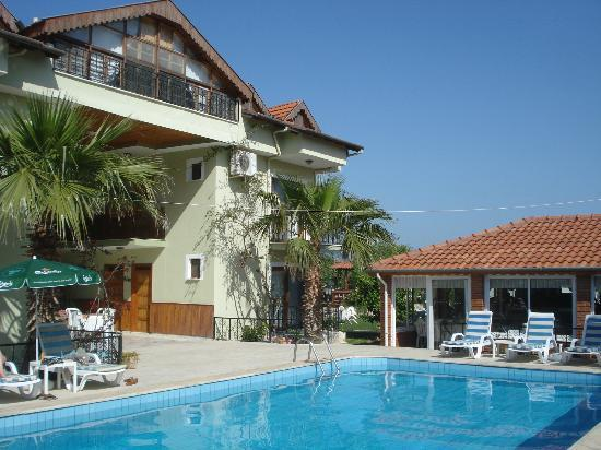 Crescent Hasirci Hotel & Villas: taken from the pool area looking at hotel (apartment at top) and to right the dining room