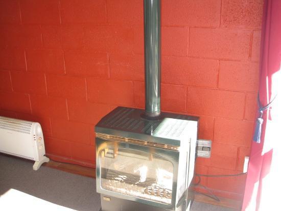 Arthur's Pass Alpine Motel : Gas Fireplace in Cabin #5