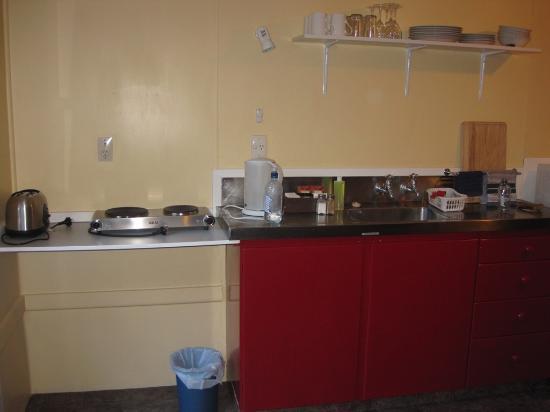 Arthur's Pass Alpine Motel : Kitchen area in Cabin #3