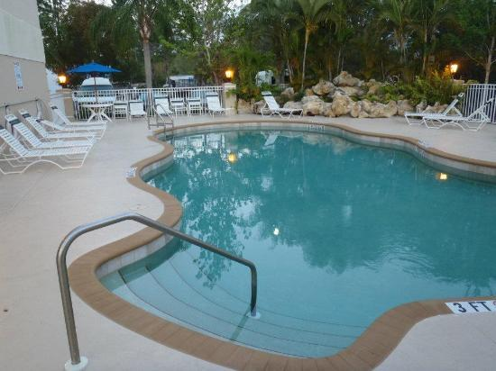 Holiday Inn Express Bonita Springs: Pool area (behind the hotel - very quiet).