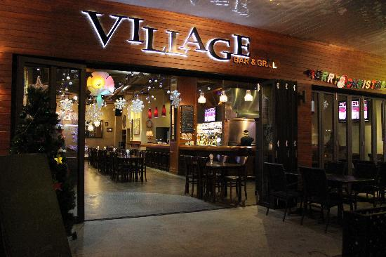 The Village Bar & Grill: Entrance