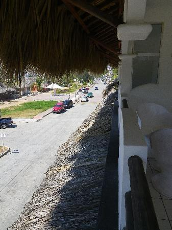 Bungalows Zicatela: View from balcony towards north