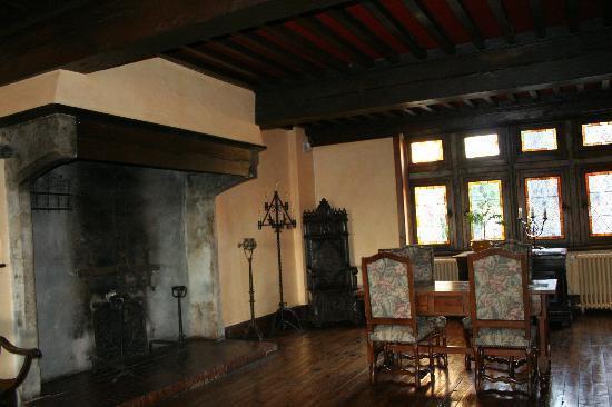 Hostellerie de Pérouges : 談話室の暖炉