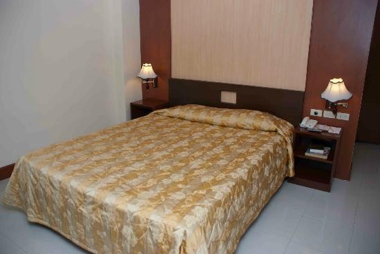 Cherry Blossoms Hotel: A comfortable room