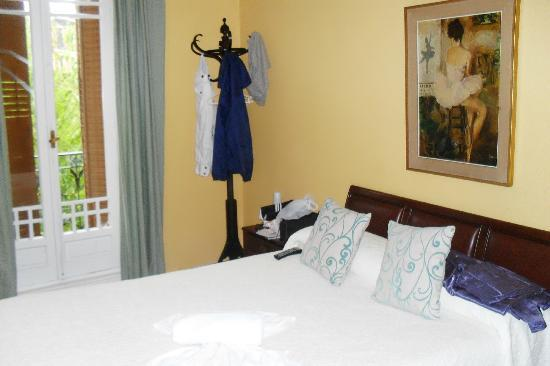 Huespedes Marisol: very nice family room with separate moorish room for kids
