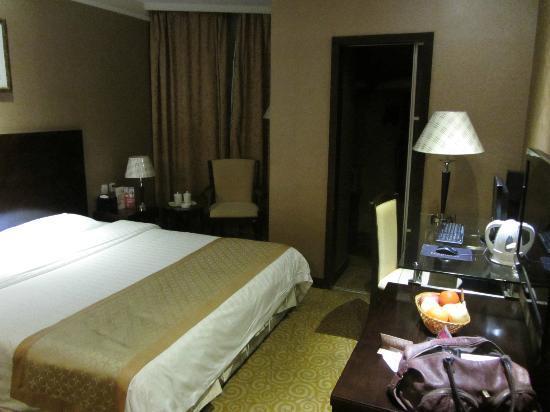Wanxing Hotel Beining Street: large walk in wardrobe
