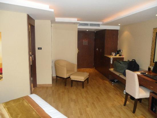 The Nova Gold Hotel Pattaya: Good size room