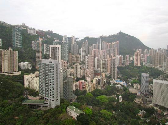 Island Shangri-La Hong Kong: Al fondo, a la derecha el Victoria´s Peak.