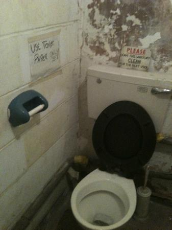 Top Gun Flight Simulator Centre: Dirty toilet, bring your own toilet roll!