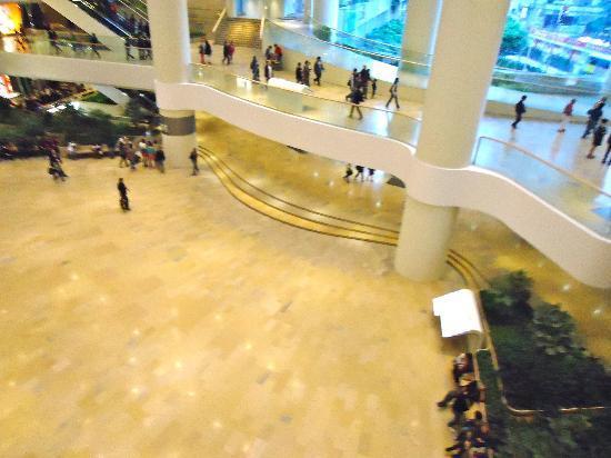 Island Shangri-La Hong Kong: C.Comercial Pacific Place bajo el hotel
