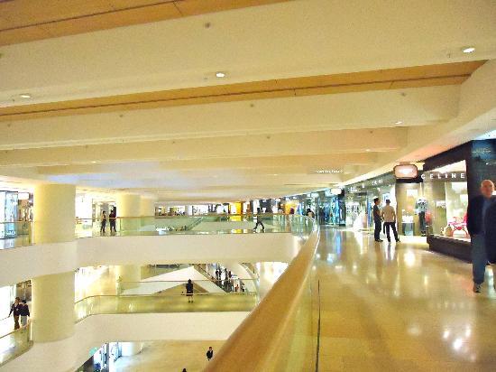 Island Shangri-La Hong Kong: El espectacular Centro Comercial Pacific Place