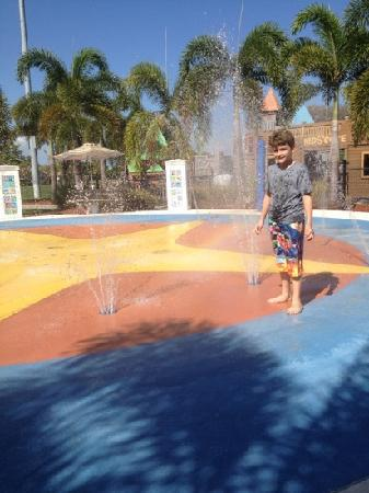 Mackle Park : Water amusement for the kids even the parents will enjoy this one '