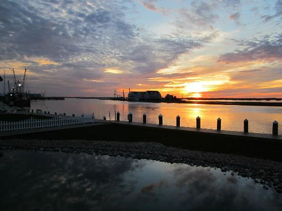 Comfort Suites Chincoteague: Sunset