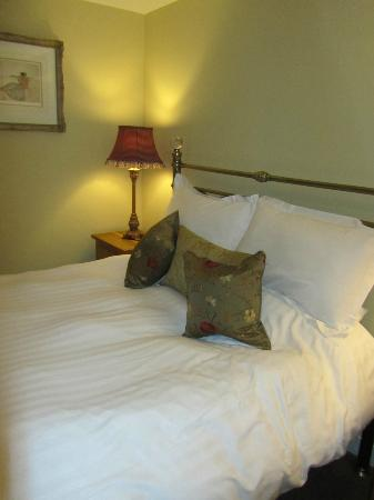 The Longlands Inn and Restaurant: Comfy Bed