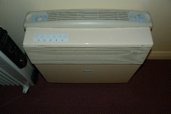 Premier Inn London Elstree / Borehamwood Hotel: air conditioning that did not work