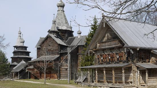 parallel 60 : Examples of old wooden churches and houses, Novgorad