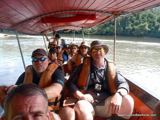 Cotococha Amazon Lodge : on the motorized canoe to the jungle hike