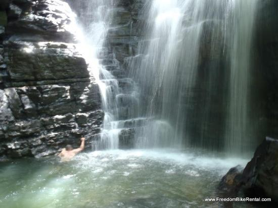 Cotococha Amazon Lodge : jungle hike brings you to this waterfall after a very educational hike..