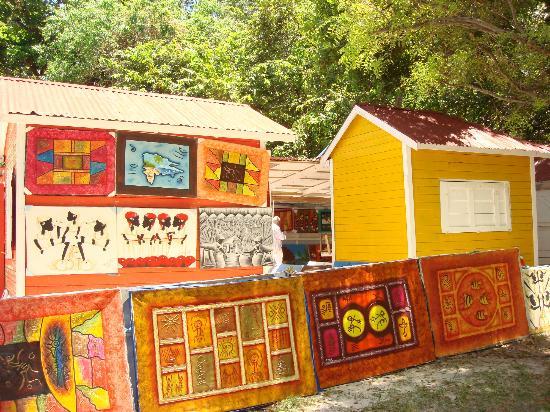 Luxury Bahia Principe Cayo Levantado Don Pablo Collection: Camino a la plata publica la punta del cayo lo mas lindo de todo...feria entre ellos unos lindos