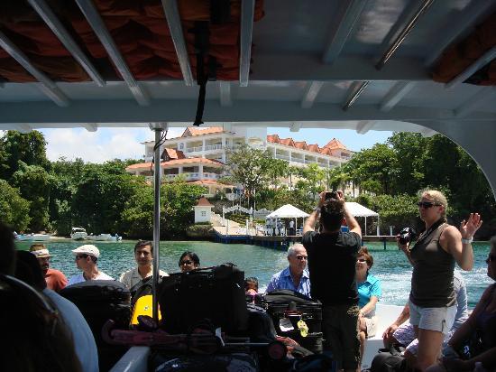 Luxury Bahia Principe Cayo Levantado Don Pablo Collection: salida del hotel en lancha hacia la marina dle hotel donde te llevan en auto al aeropuerto  y a
